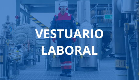 Operario con vesturaio de protección laboral en planta industrial