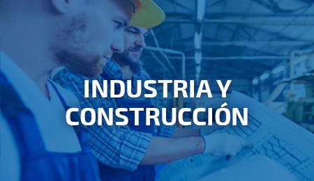 Ingenieros con vestuario de protección para industria